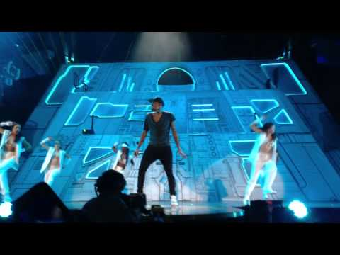 Baixar Chris Brown Yeah 3X & Dont Wake Me Up Live Stockholm Globen 19/11 2012