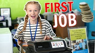 TEEN'S FIRST TIME WORKING IN A SHOP!