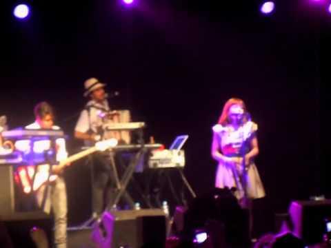 Natalia Lafourcade - Ella es Bonita Vive Latino 2011