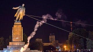 Tượng Lenin bị đập phá ở Kharkiv