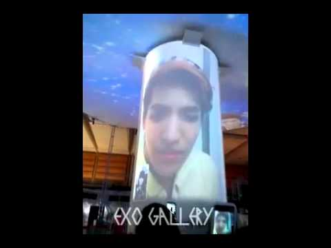 [FanCam] 120815 EXO Kris Chanyeol Lay Tao Video Call at SM ART EXHIBITION