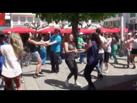 Baixar flashmob rockt vaduz (liechtenstein) am slow up 2013