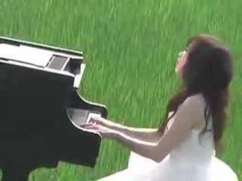 4-庭竹在大草原上彈鋼琴
