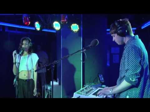 AlunaGeorge - La La La in the Radio 1 Live Lounge