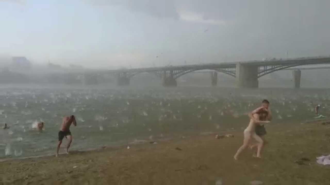 Tempête de grèle sur la plage