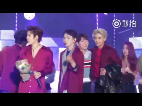160930 INFINITE & SHINEE interaction (Key give WooHyun rose)