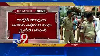 Silpa supporters pelt stones at TDP leader's car in Nandya..