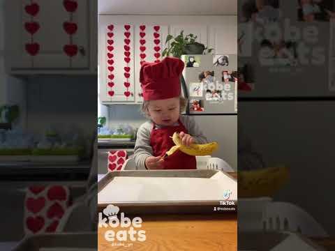 CHEF KOBE MAKES BANANA POPS