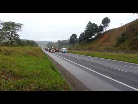 Vídeo mostra tanques na Dutra rumo ao Rio para intervenção