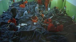 شاهد: بين الزنزانات المكتظة والروائح الكريهة... جولة في سجن ...