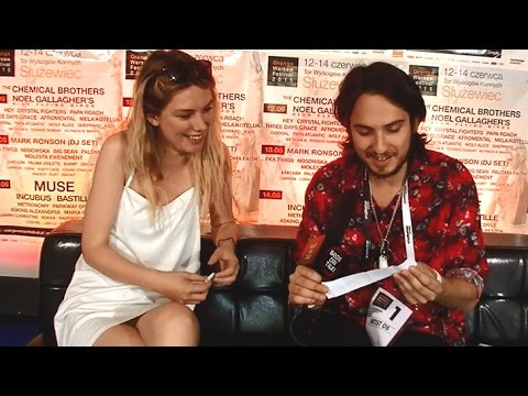 Wolf Alice play Would You Rather or...random question Interview