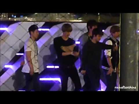 [FANCAM] HD 121122 EXO playing/dancing around SMTOWN in SG - Sehun.