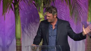 """Blake Shelton on how Kelly Clarkson coached him: """"I want you to sing it like we've been f*cking"""""""