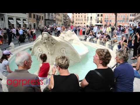 A Piazza di Spagna torna a splendere la Barcaccia