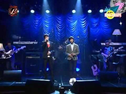 SHINee Jonghyun sings