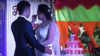 Cô dâu chú rể hôn nhau bá đạo