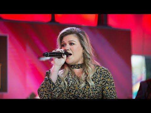 Kelly Clarkson Performs 'Love So Soft' & 'Meaning of Life' on The Today Show LIVE 10/30/17