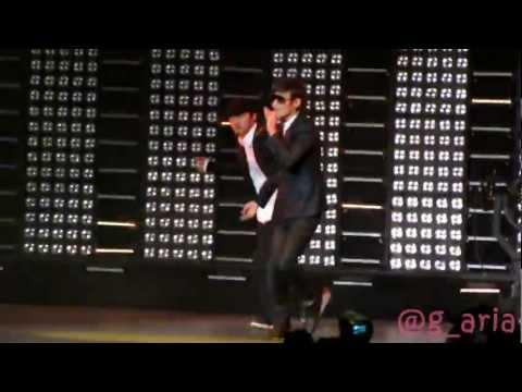 [Fancam] Kangta - Breaka Shaka Korean Ver. (11.10.23 SMTOWN NY)