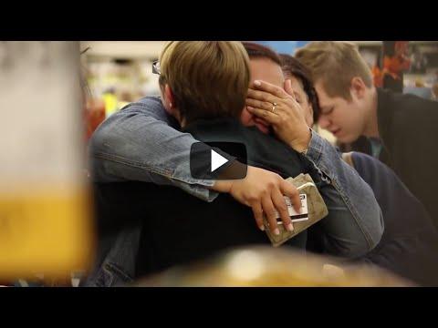 El Simple Acto De Bondad De Este Joven Dejará Con Lágrimas De Felicidad A Más De Alguno.