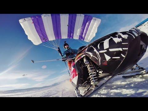 Финецов искомбинира параглајдер и моторна санка и се спушти од 1,5км висока планина
