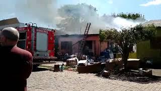 Grande incêndio em residência, é registrado no Bairro Jardim do Forte, em Camaquã