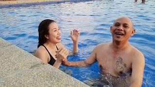 Sư phụ bà xã chơi dại bơi đua với Color Man để rồi mất 1 triệu đồng