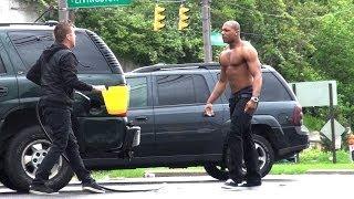 Šalio se i glumio da krade gorivo, pogledajte kako je prošao!