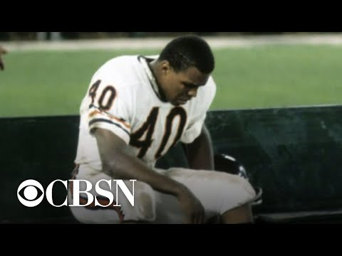 Gale Sayers, NFL football legend, dies at 77