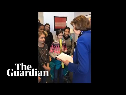Dianne Feinstein rebuffs young climate activists' calls for Green New Deal
