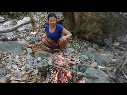 Survival skills: Squid grill for The breakfast - Cook squid  Eat delicious #33
