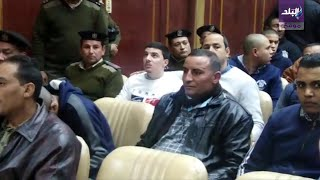 الفيديو الكامل للحكم على قاتل محمود البنا من لحظة وصوله ...