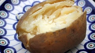 How to Make a Baked Potato in the Microwave (Super Easy)