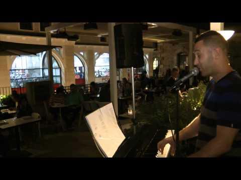אוהד חיטמן במופע שירי אהבה בממילא קפה