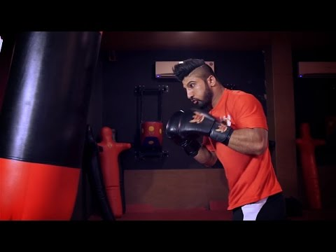 Super Fight League: One Round with Amit Raj Kumar