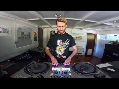 Vidéo RANE SEVENTY A-TRAK SIGNATURE EDITION DJ MIXER - Pop Smoke Routine