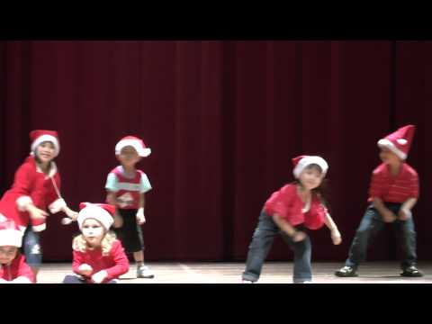 Jingle Bells - Christmas dance song in Chomel's Preschool Concert 2012