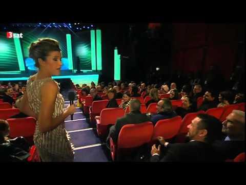 Anke Engelke flirtet mit James Franco nachdem ihr Veruschka was übers Vögeln erzählt.