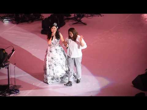 朗嘎拉姆拖著母親手 唱《娘心》(live HD)