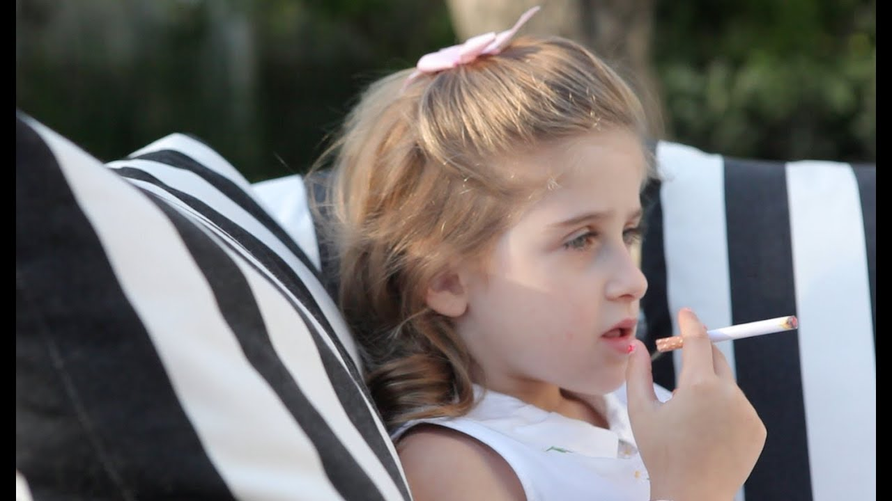Young girl cigarette — img 9