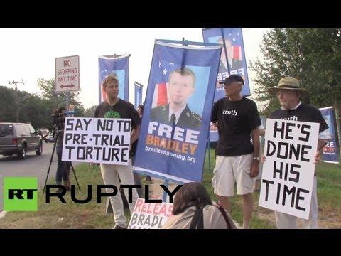 Граждане США вышли на улицы в знак протеста против приговора Мэннингу