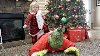 ESCAPE the GRINCH! Grinch Stole our Presents