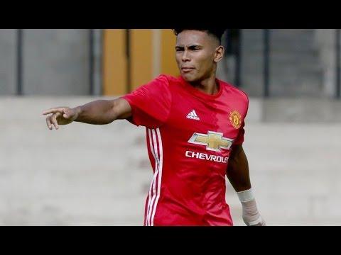 'Thần đồng' Man United bứt tốc và lốp bóng một chạm ghi bàn thần thánh