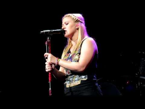 Baixar Kelly Clarkson - Fade Into You (Charlotte, NC)