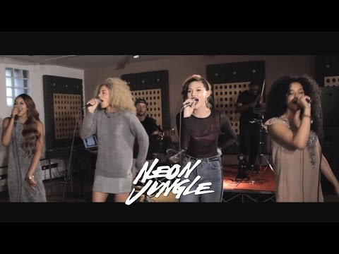 Baixar Neon Jungle - We Can't Stop (Miley Cyrus Cover)