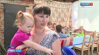 С днем семьи, любви и верности омские волонтеры сегодня поздравили многодетные семьи