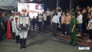 Người dân tiễn biệt khi linh cữu cố Thủ tướng Phan Văn Khải được di quan đến Hội trường Thống Nhất