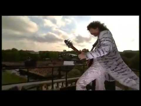 Brian May - 'God Save The Queen' on the roof of Buckingham Palace (Golden Jubilee 2002)