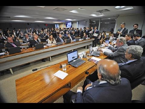 Reforma trabalhista segue para análise da Comissão de Assuntos Sociais