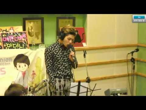 130313 Kiss The Radio - SHINee Jonghyun 오늘은 가지마 (Live)