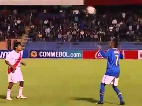 Jugador peruano humilla a Neymar haciendo jugaditas